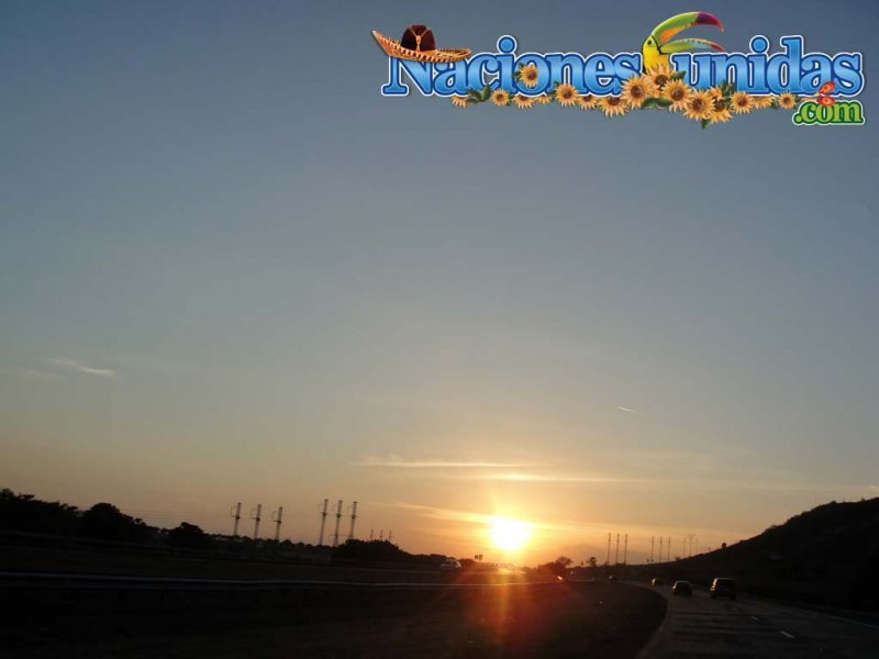 bella puesta del sol subiendo a ponce ii