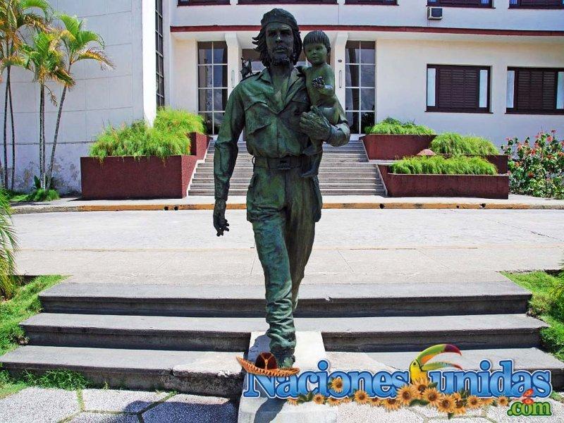 estatua del che